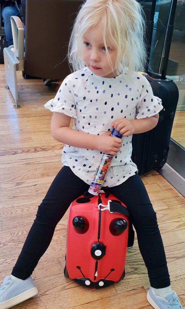 Kul med resväskan Trunki