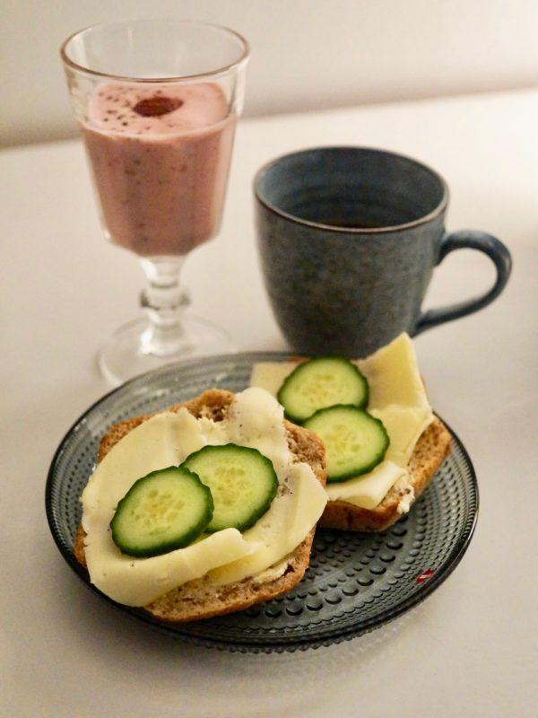 Adventsfrukost - Hallonsmoothie med kardemumma