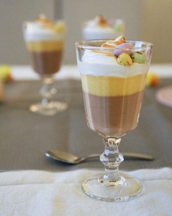 Efterrätt med choklad, mango och maräng