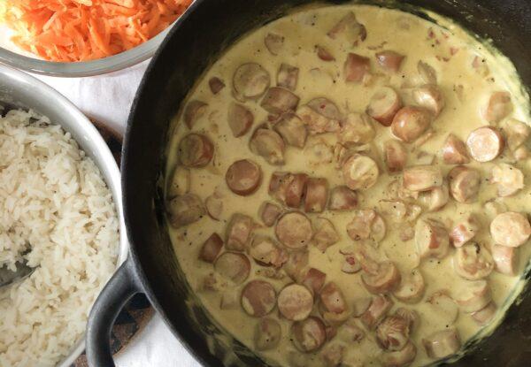 Currydoftande korvgryta