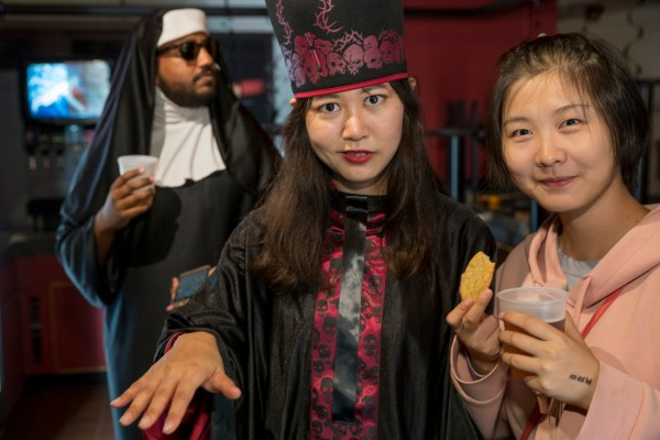 Picture tag UP_2017_1369_Halloween : Graduate School