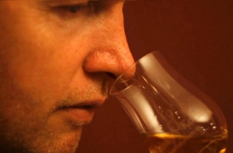 بوی ودکا از ویسکی چیست؟
