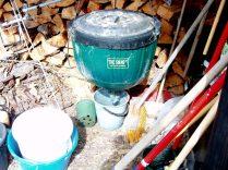 worm farm, vermijuice drains into the bucket