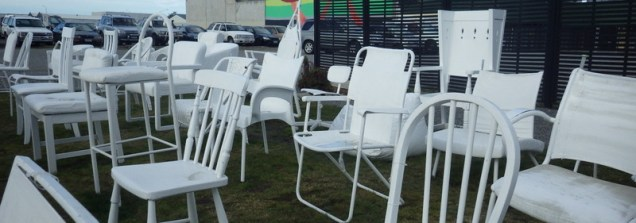 185 Empty chairs