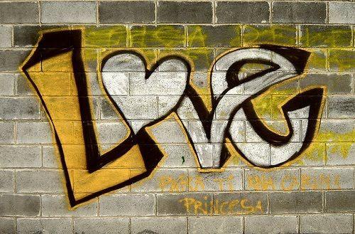 Imágenes de amor para dibujar un abrazo eterno juntos mirando al cielo unidos. Graffitis de Amor Chidos | Arte con Graffiti