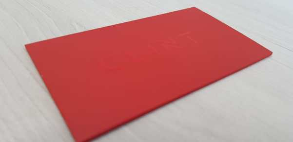 Cartão com verniz localizado e lombada pintada