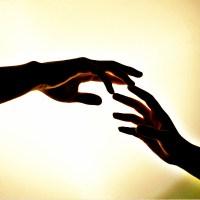 Dotykające się dłonie