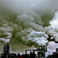 Fabryka kominy dym dymy