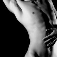 Piękne ciało mężczyzny dłonie brzuch tors klatka Grafika Grafiki