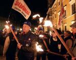 Wieczorem Krakowskim Przedmieściem przeszedł zorganizowany jak co miesiąc marsz pamięci