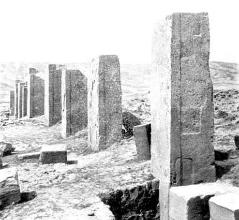 Photograph of one of Posnansky's excavations at the Kalasasaya, Tiwanaku. Although there is a retaining wall between the megaliths, its height reaches only to the level of the ground. Note also the regular and shallow indentations on the side of the nearest megalith, which may indicate the use of a stone-softening technology.