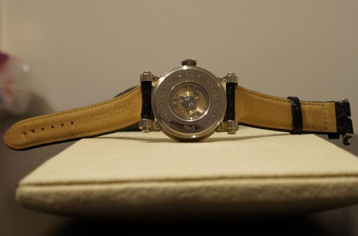 The classic automatic movement has a unique rotor