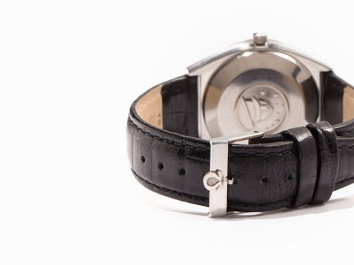 The observatory on the case back indicates an Omega chronometer, and that's the correct buckle too!