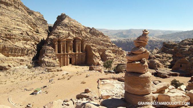 monastère ou Deir à Pétra Jordanie