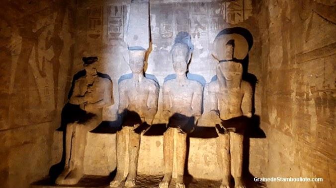 Abou Simbe, Haute Egypte, Hamon-Rê, Rê-Horakhty, Ramses II divinisé, et Ptah, temple de Ramses II
