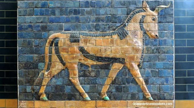 Babylone, porte Ishtar, taureau, voie processionnelle, brique peinte émaillée