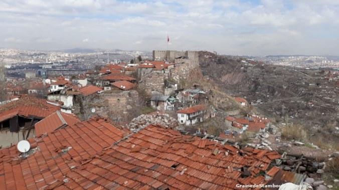 Ankara, vue des remparts de la citadelle d'origine byzantine, gecekondu en cours de destruction