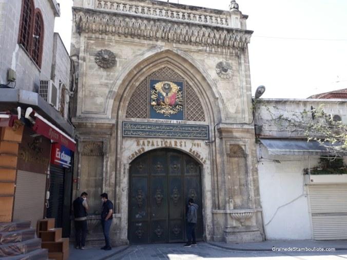 portes du grand bazar istanbul fermée pendant le confinement covid