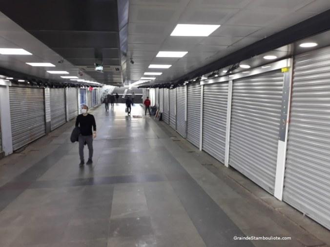 passage souterrain sous Eminonu pendant le confinement Istanbul
