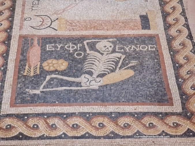 mosaïque squelette carpe diem d'Antakya, Hatay, Turquie, mosaique romaine retrouvée à Antioche,