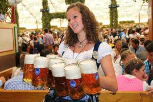 Кружки с пивом Октоберфест