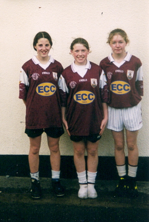 Grainne Mhaols and Galway U-14s Tara Flaherty, Danielle Lydon and Fionnuala Hannigan-Dunkley pictured outside the Marion Hall, Tullycross, prior to a challenge match V Graínne Mhaols Juniors in April 2003