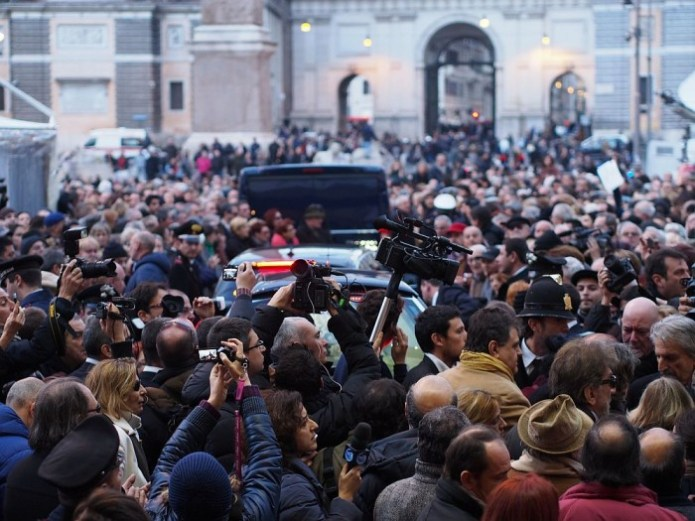 Crowds flood Rome's Piazza del Popolo for Mariangela Melato's funeral