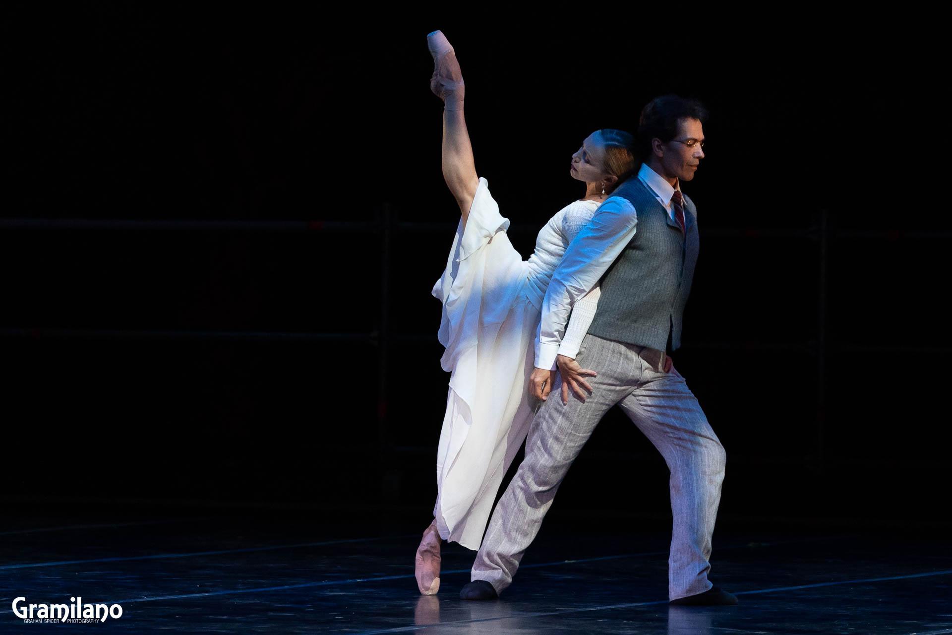 Silvia Azzoni and Alexandre Ryabko in John Neumeier's Nocturnes