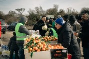 Charities and voluteer networks hand out food in the Jungle. 27th Feb