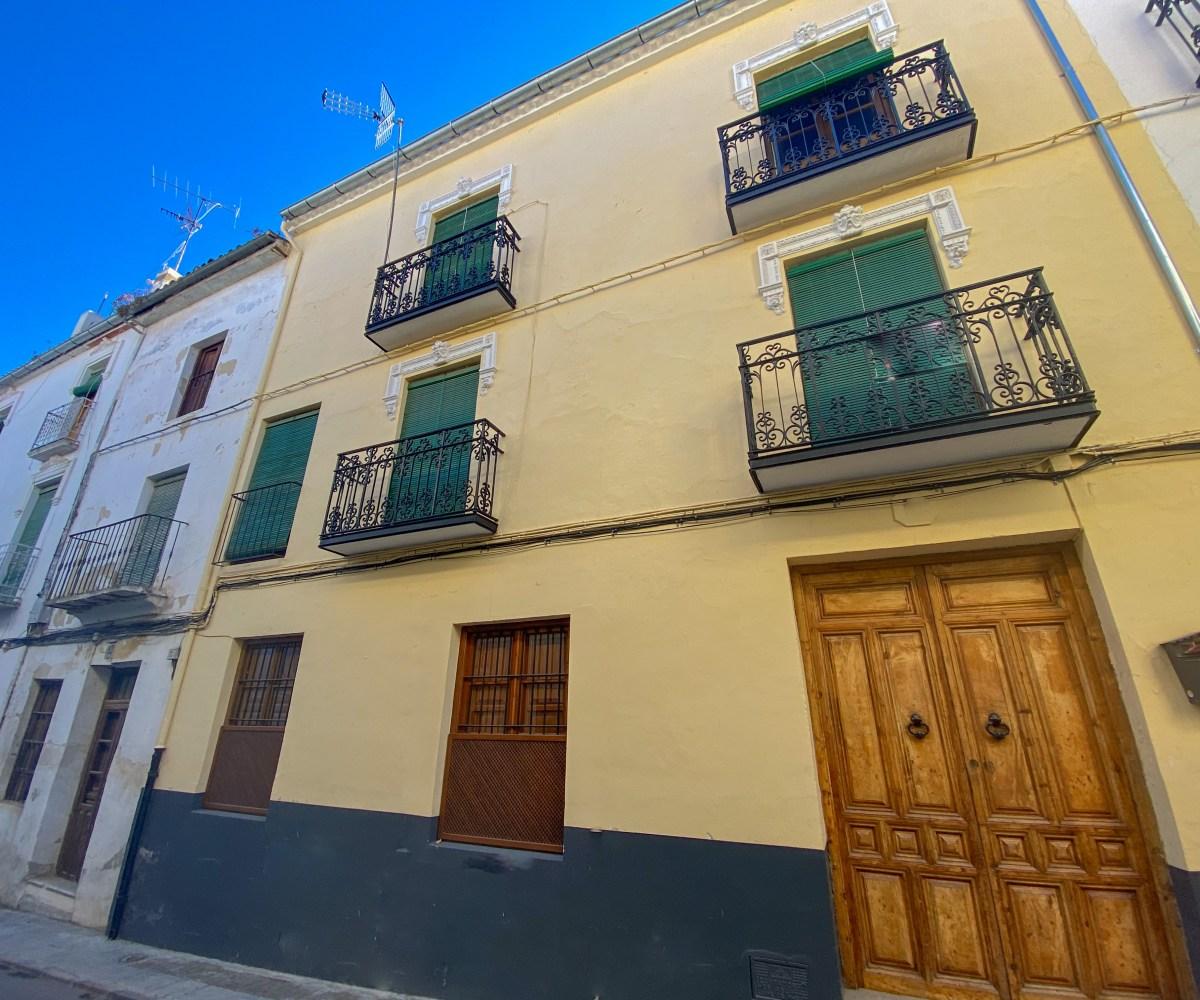 For sale Alhama de Granada, Alhama de Granada real estate. Granada estate agency, town house, 7 bedrooms, 3 bathrooms, roof terrace,