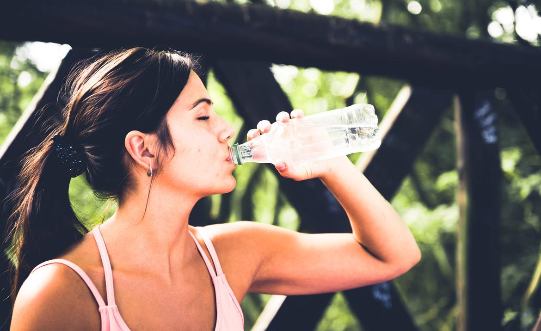 Nawadnianie a kognicja - wpływ picia wody na mózg i samopoczucie