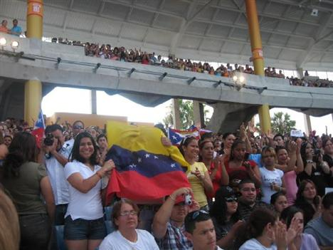 Fonsi Fans show their flags