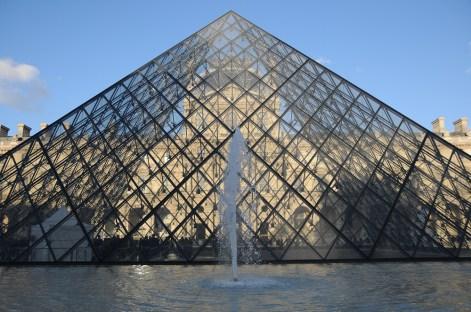 La-pyramide-du-Louvre