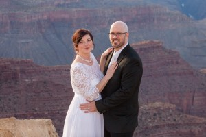bride and groom at the grand canyon
