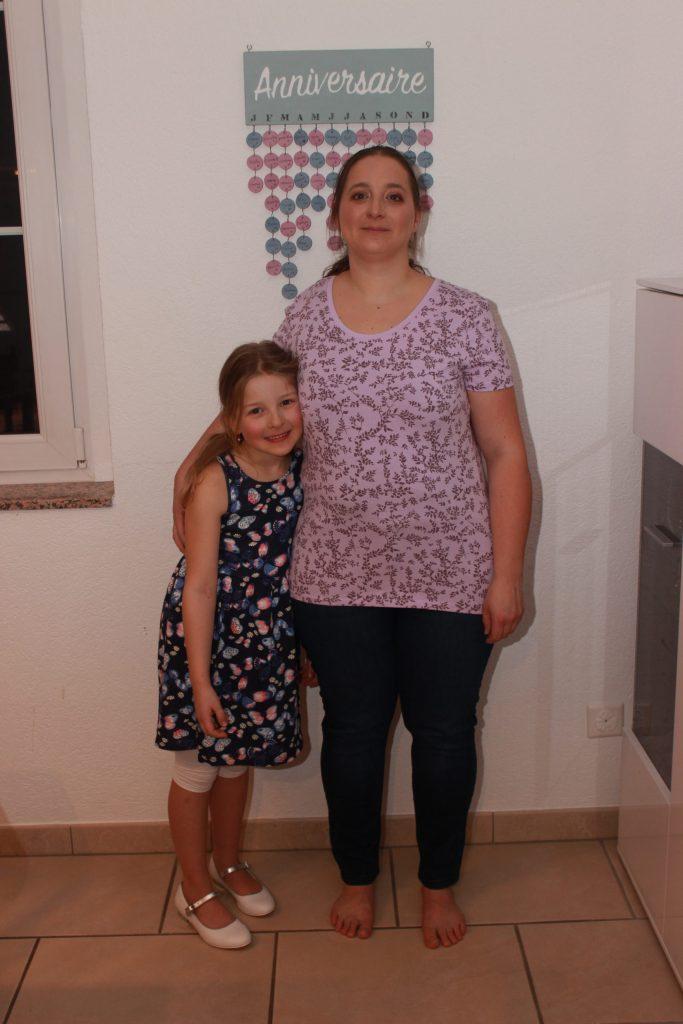 Eleane et moi posant avec nos nouveaux vêtements.
