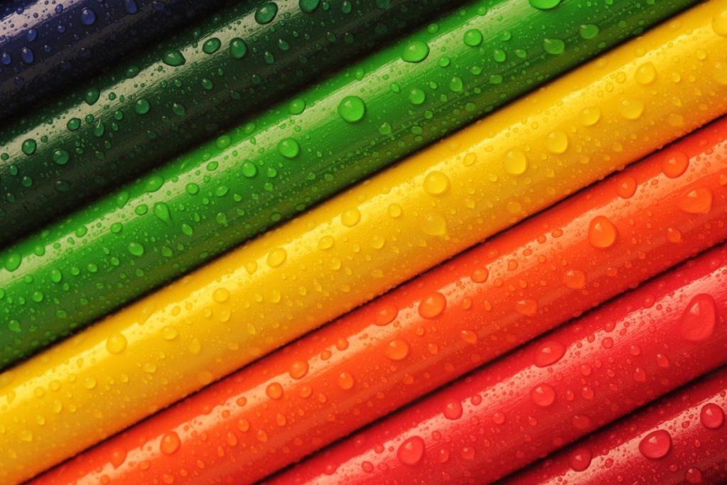 Des crayons de couleurs alignés
