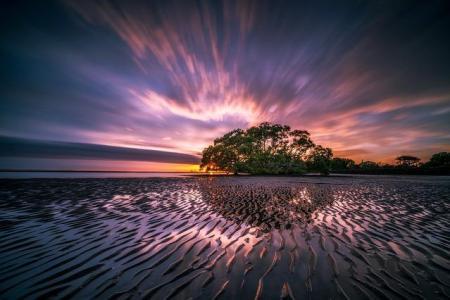 Levée de soleil sur une lagune