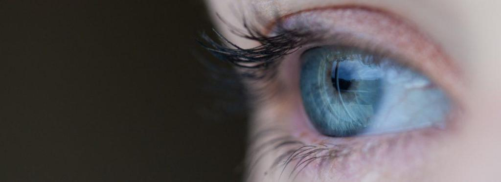 Un oeil bleu