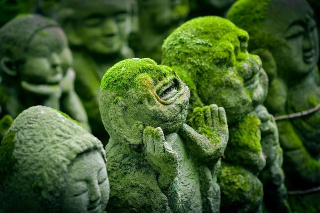 Une statue en plénitude de l'éveil spirituel