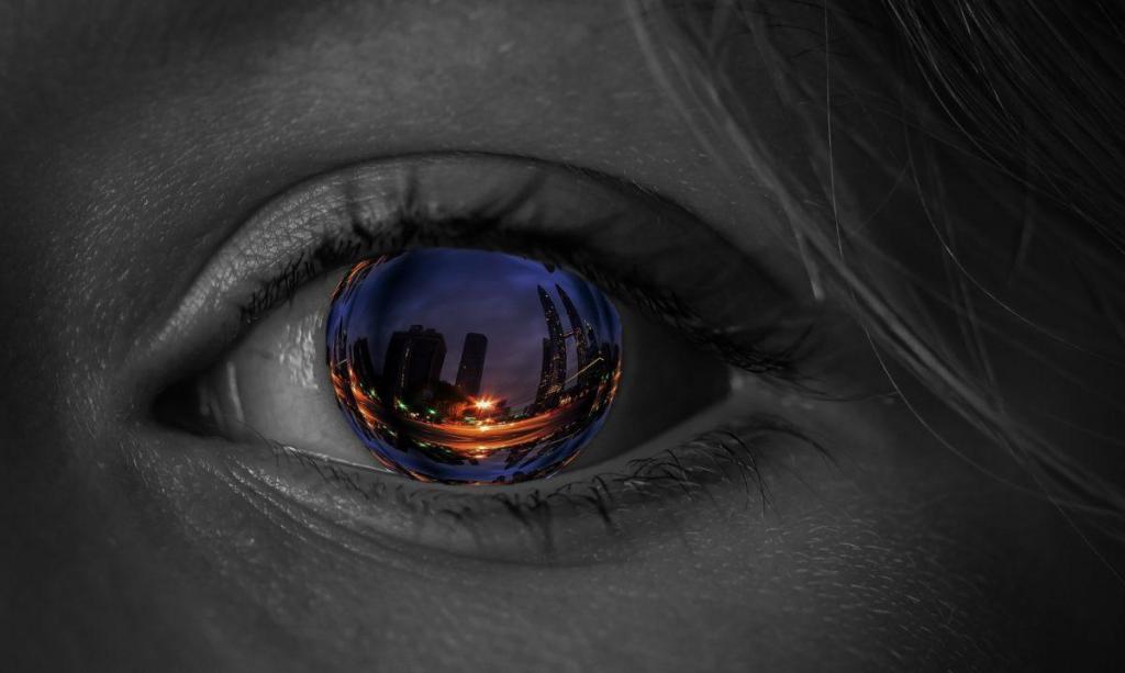 Un oeil qui reflète la réalité