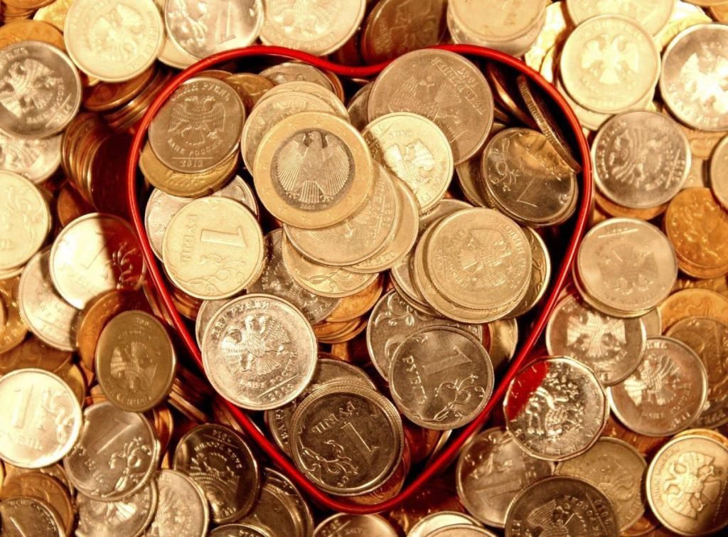 Une boite en coeur pleine d'argent, un des signes de l'abondance