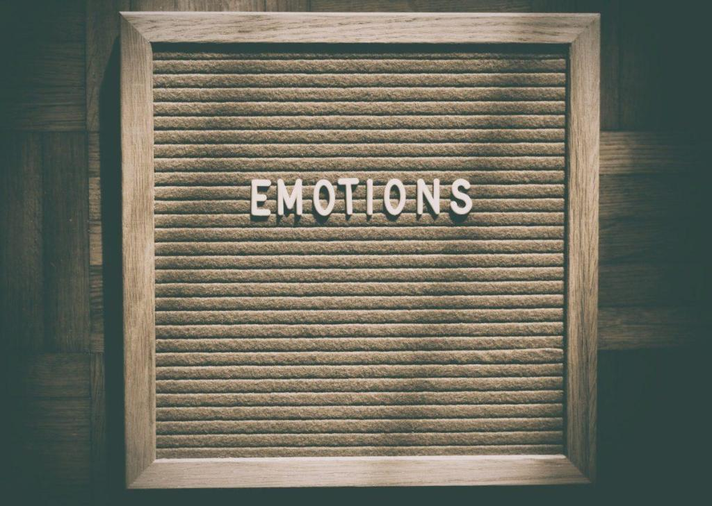 Un tableau avec une inscription EMOTIONS