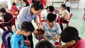 Distribution et partage du repas
