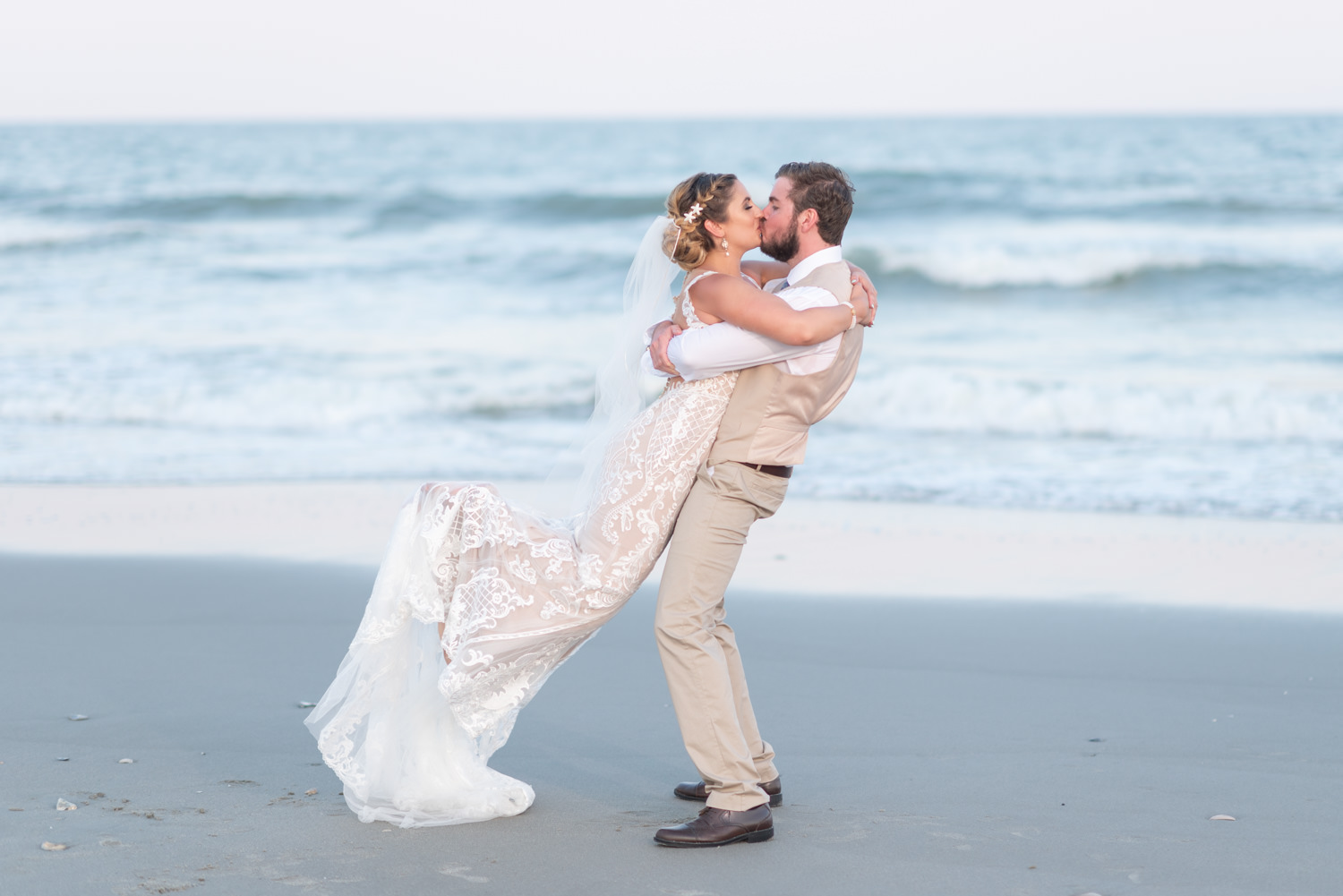 Lift into the air with a kiss - Grande Dunes Ocean Club - Myrtle Beach