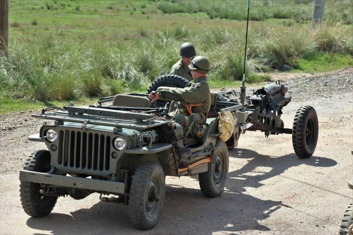 Jeep militar vehiculos de escena alquiler de vehiculos militares 5 - Alquiler de vehículos militares, alquiler de camiones de bomberos.