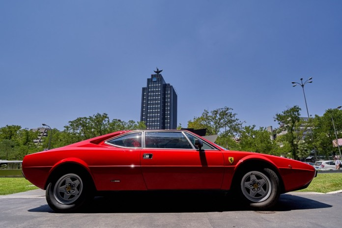 Ferrari gt4 308 Dino Golf alquiler coches de escena vehiculos de escenacoches para alquilar coches clasicos film car cesion de coches 1 - Alquiler coches clásicos para rodajes y eventos.