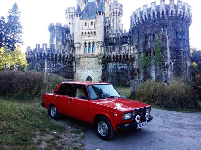 Lada Rojo 3 - Alquiler coches clásicos para rodajes y eventos.