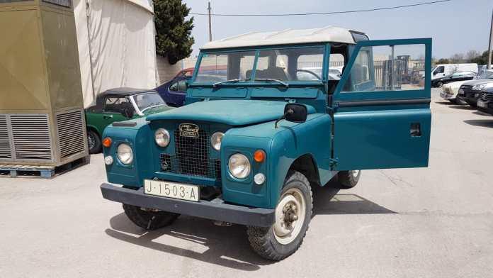 Land Rover Corto Coches alquiler coches de escena vehiculos de escenacoches para alquilar coches clasicos film car cesion de coches  - Alquiler coches clásicos para rodajes y eventos.