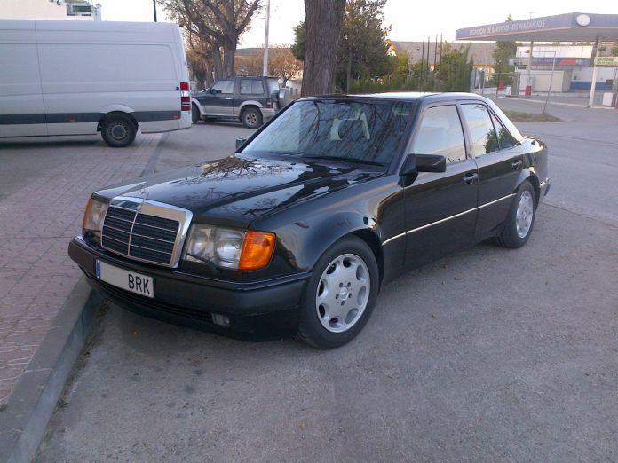 Mercedes E alquiler coches de escena vehiculos de escenacoches para alquilar coches clasicos film car cesion de coches 1 - Alquiler coches clásicos para rodajes y eventos.