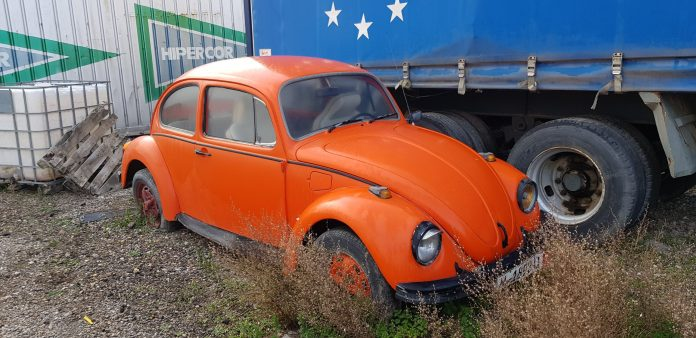 New Beatle Coches alquiler coches de escena vehiculos de escenacoches para alquilar coches clasicos film car cesion de coches  scaled - Alquiler coches clásicos para rodajes y eventos.
